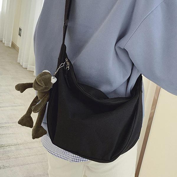 캔버스 크로스백 작은 미니 가방 블랙 아이보리 반달
